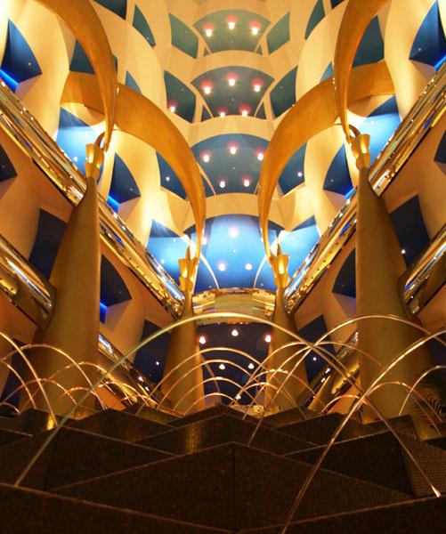 Бурдж аль-Араб- самый шикарный отель в Мире.